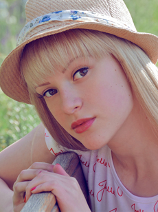 Joelle joelle singer blonde hat image picture photo Skoobie Dootle Official Website